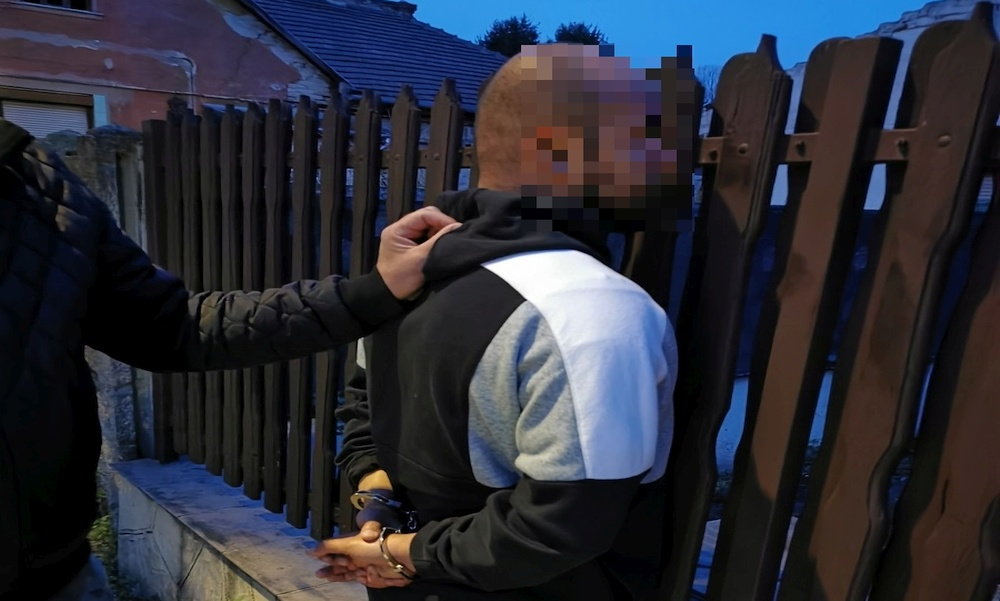 Egyéves gyermekükkel indultak drogot vásárolni: a rendőrök lecsaptak a párosra