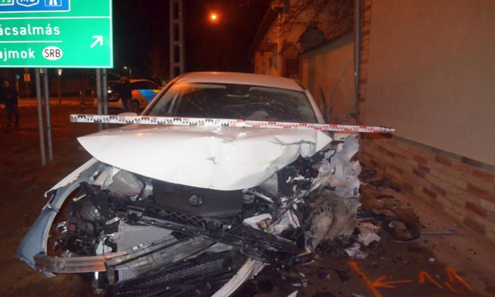 Autós üldözés nagypénteken: lopott Mercedesszel menekült a rendőrök elől egy embercsepész Mélykúton – fotók