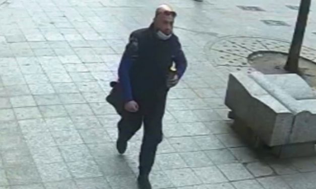 Ostoba tolvaj: A bekamerázott utcán, maszk nélkül próbált lelépni az autót feltörő férfi