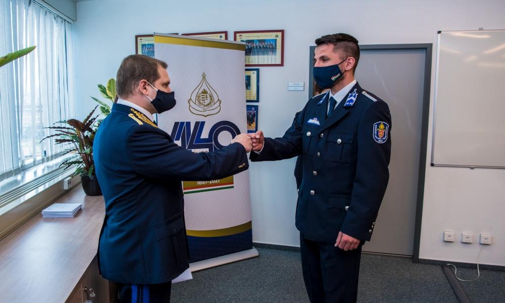 Kitüntették a hősöket: budapesti kórháztűzből mentett ki betegeket a két bátor rendőr