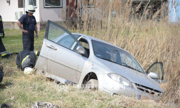 Saját autójával, saját tavába esett egy budapesti férfi, nem tudták megmenteni az életét
