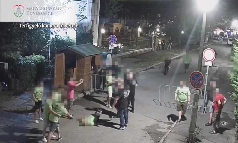 Biztonsági őrök verték össze a legénybúcsút ünneplő társaságot Siófokon – Videón a verekedés