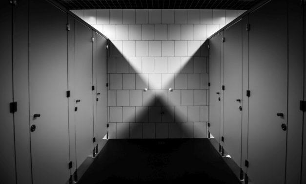 """""""Hajtotta a kíváncsiság"""": női vécében filmezte a lányokat egy perverz férfi"""