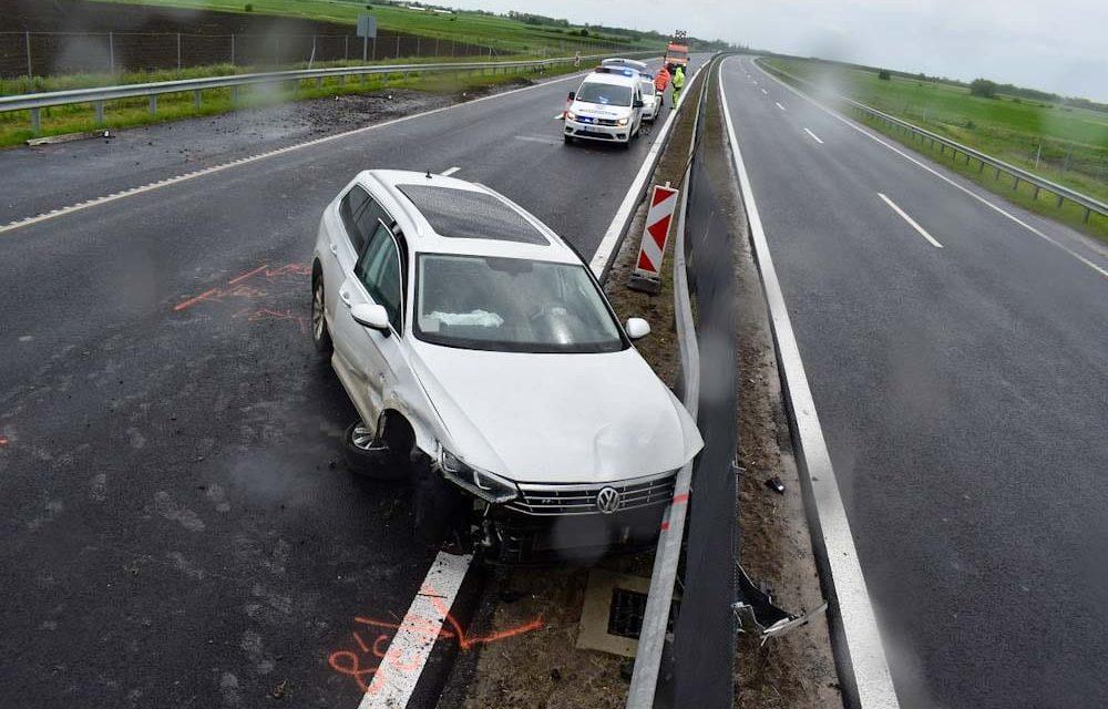 Két baleset is történt az M3-ason, eközben szalagkorlátnak csapódott egy ittas sofőr az M44-esen
