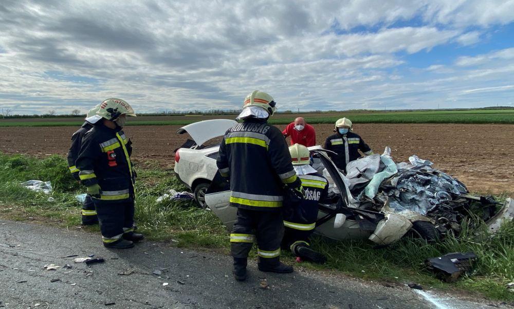 """""""Amikor megláttam a kocsiját, összeomlott bennem a világ"""" – árván maradt egy 11 éves kislány, aki az interneten látta, hogy szülei végzetes balesetet szenvedtek"""