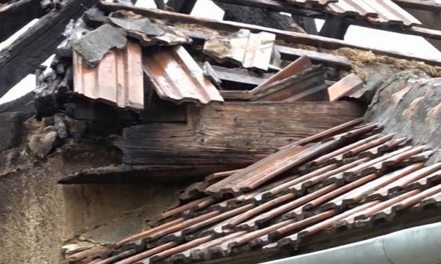 Felcsaptak a lángok egy tiszapüspöki családi házban – A későbbi áldozat maga hívta a tűzoltókat, de sokkos állapotában rossz címet diktált be – videó