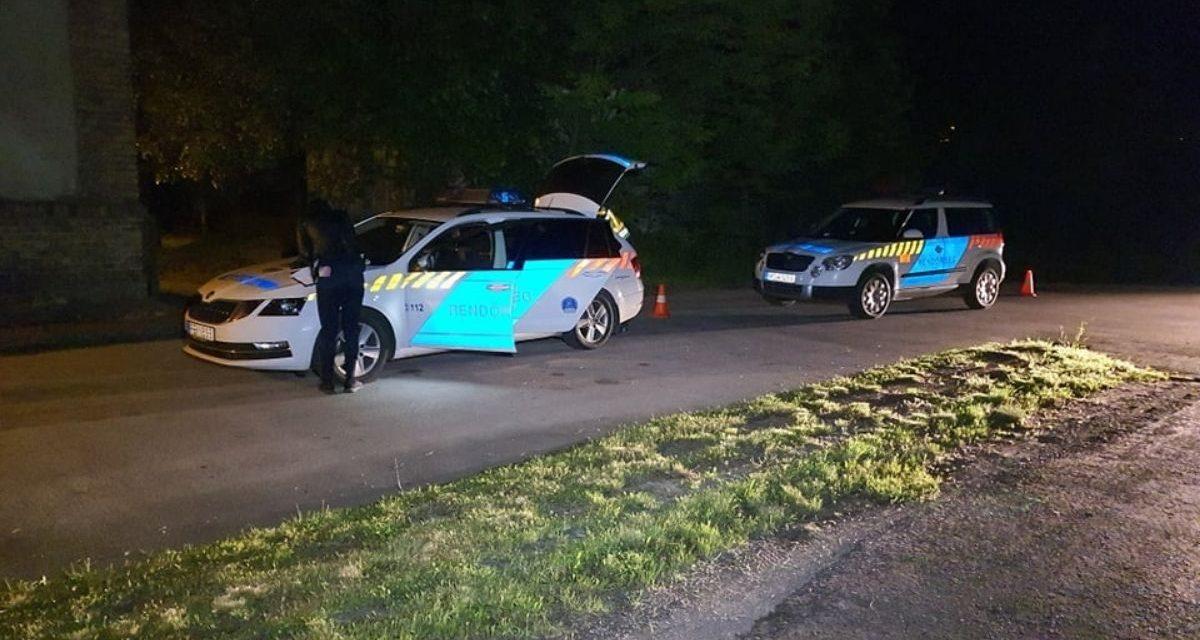 Tragédia Fejér megyében: kirepült az autóból és a helyszínen szörnyethalt egy 15 éves fiú, az autót jogsi nélkül, ittasan vezette 16 éves társa