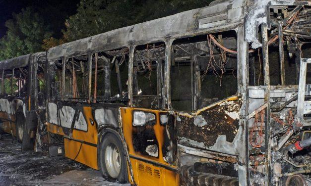 """""""Akkor játszódott le bennem, mi van akkor, ha nem tud kijönni, és benn hal meg"""" – rémülten menekültek az utasok az Érdnél kigyulladt buszból"""