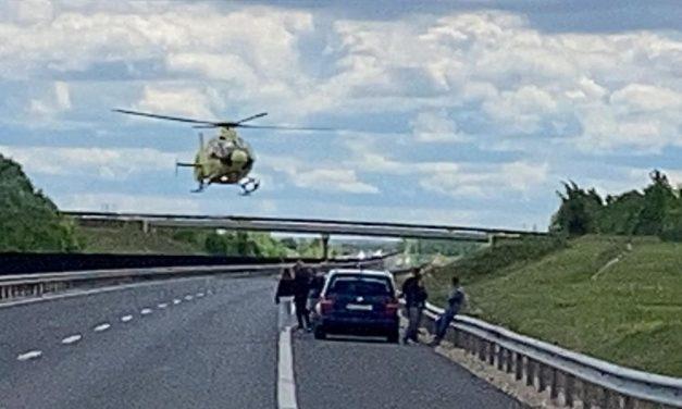Két autó ütközött egymásnak az M6-oson: az autópályát teljesen lezárták, a helyszínre mentőhelikopter is érkezett