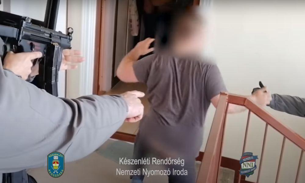 """""""Figyelem, itt a készenléti rendőrség!"""" – gépfegyveres szombathelyi kommandósok csaptak le a helyi dílerekre – videó"""