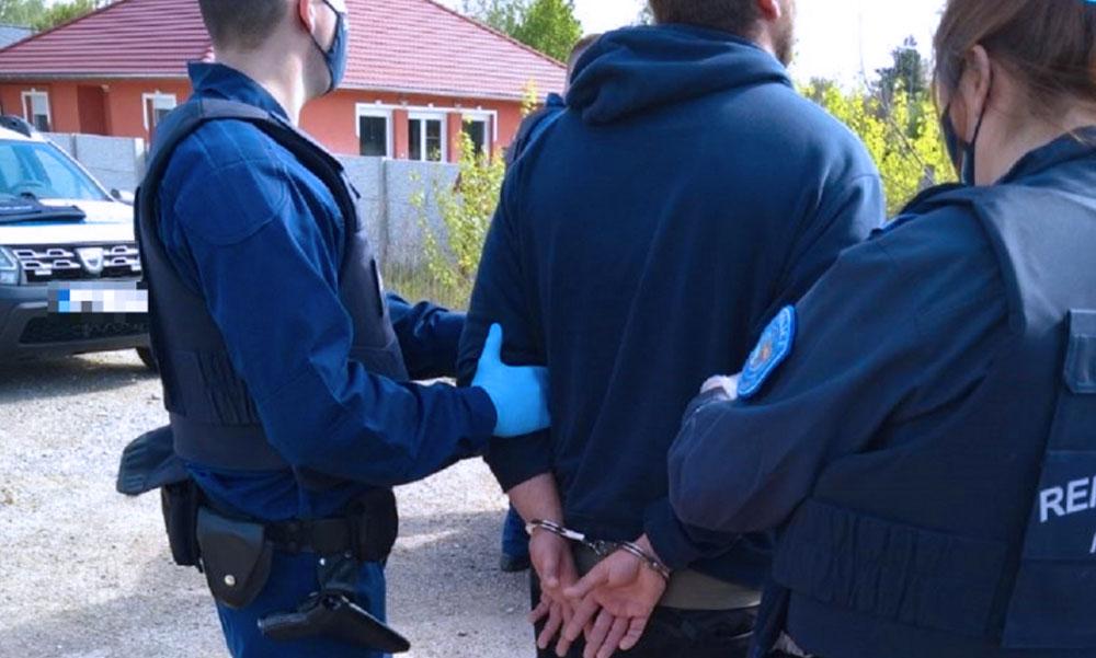 """""""Ma lett volna a válóperük"""" – apa és fia végzett a családanya új szerelmével, a rendőrök hajtóvadászatot indítottak az elkövetők ellen"""
