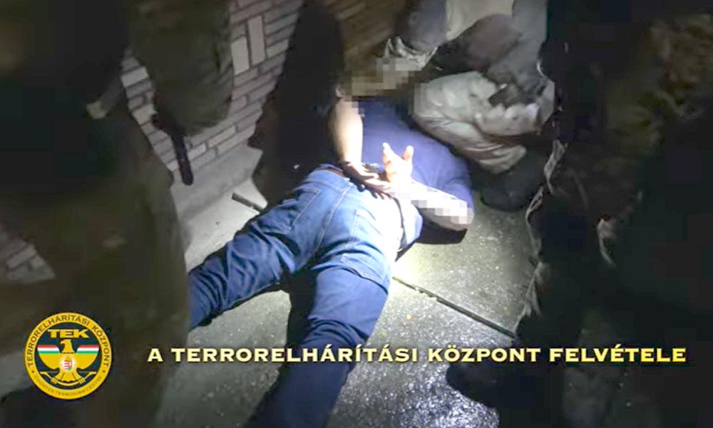Lecsapott a TEK: Túszul ejtette és meg akarta ölni a feleségét az agresszív férj, kommandósok fogták el