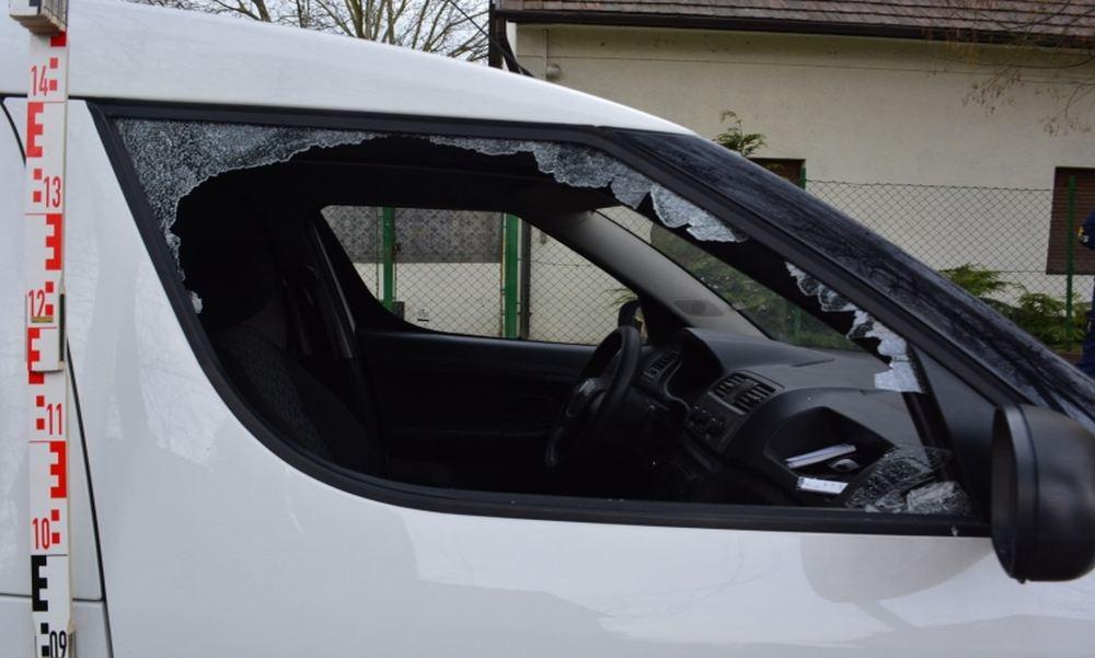 Két nap alatt 13 autót és 2 boltot tört fel egy férfi Csepelen