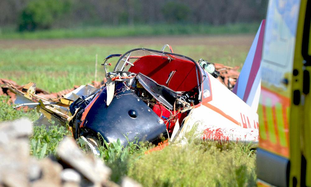Lezuhant egy kisrepülő Törökszentmiklóson, két ember beszorult a roncsba