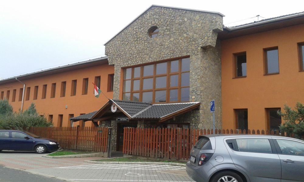 Szörnyű: Negyedikes gyerekek fertőtlenítőt kevertek egy kislány italába Tiszalúcon