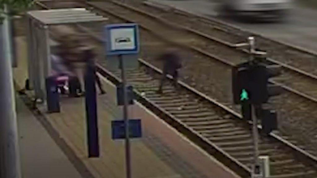 A villamosmegállóban megvakította a férfit, a sérült kómába esett, majd másfél hónap múlva meghalt