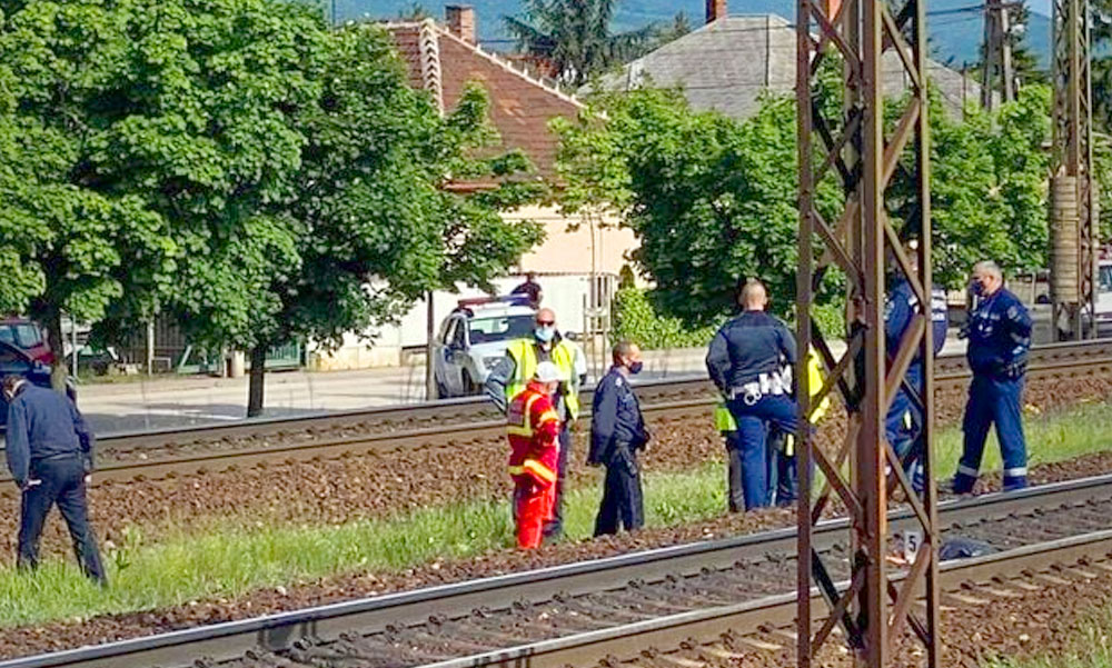 Halálra gázolt egy embert a vonat Dunakeszinél, a gyalogos tiltott helyen akart átmenni a síneken
