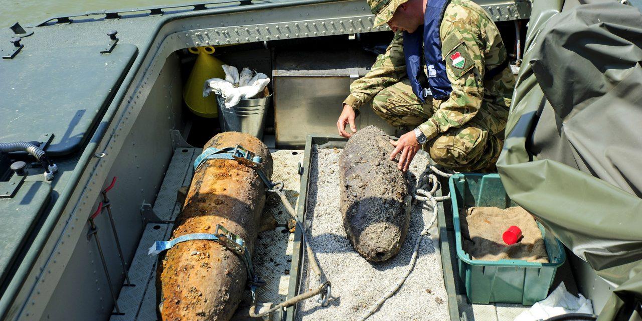 Egy 100 kilós légibombát hatástalanítottak a Lánchídnál, találtak még mást is a tűzszerészek