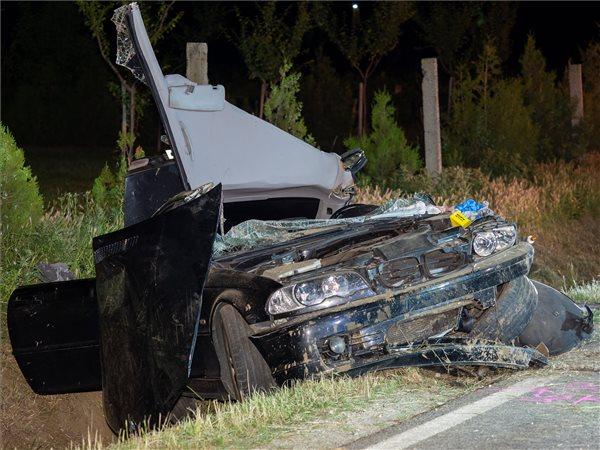 Szörnyerhalt egy Tolna megyei balesetben a 17 éves lány, az 5 utasból csak 1 használta a biztonsági övet a BMW-ben