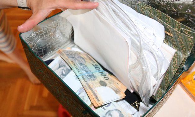 Kattant a bilincs a Fejér megyei bűnbanda tagjainak csuklóján: százmilliós pénzmosással gyanúsítják őket