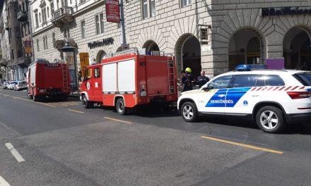 Tragédia Budapesten: Meghalt egy ember a 3-as metró felújítás közben, egy kisiklott munkagép miatt