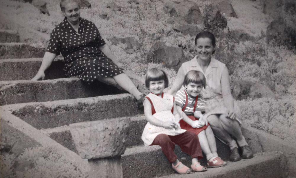 Rejtélyes gyilkosság Gödöllőn: bosszúból ölt meg két kislányt a tizenkét éves félszemű Sanyika