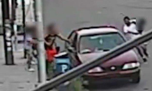 A saját édesanyja mellől raboltak el egy 5 éves kisfiút az utcán, a térfigyelő kamera rögzítette a rablást