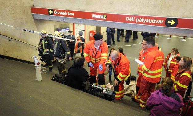 Pánik a metróban: Paprikaspray-vel fújta le az utasokat a férfi, többen rosszul lettek, leállították a szerelvényt most vádat emeltek ellene