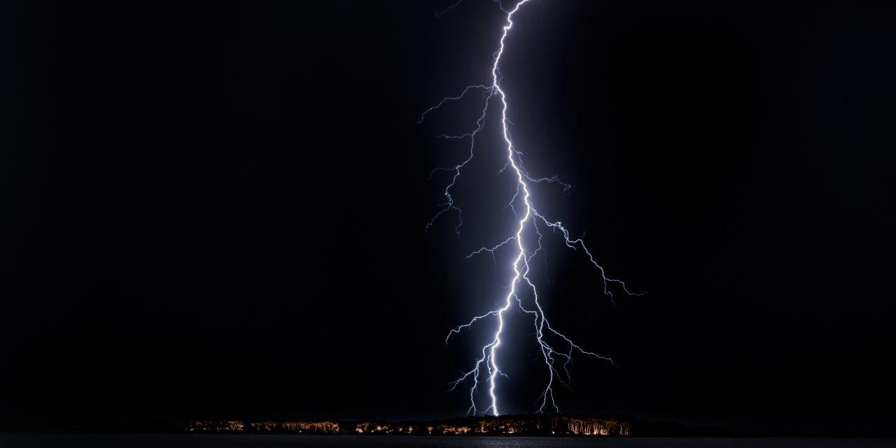 Szörnyű vihar tombolt Szabolcs megyében – Több házba is belecsapott a villám, volt ahol a tető is megrongálódott