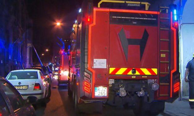 """""""Kitört a pánik, több tucat ember futott ki az utcára"""" –  Féltékeny férfi gyújthatta fel a munkásszállót Budapest 8. kerületében – videó"""