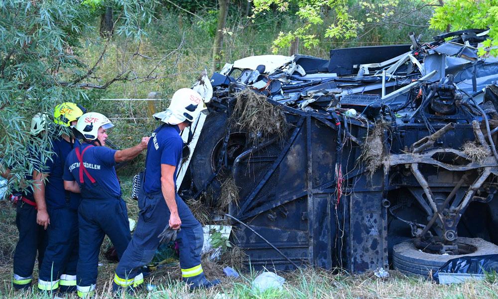 """""""Rémes látvány fogadott"""" – megszólalt az M7-esen történt buszbaleset szemtanúja, az utasok Horvátországból jöttek haza, a sofőr is meghalt"""