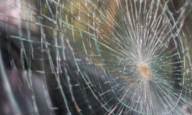 Egyik ütközés követte a másikat: Frontális karambol és tömegbaleset Veszprém megyében – Hárman meghaltak, többen megsérültek