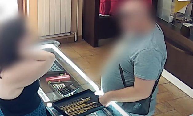 Egyetlen pillanat tüntette el a neki megtetsző aranyláncot – videón a lopás