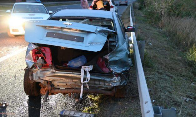 Kirepült az autóból és meghalt egy 10 éves gyermek az M7-es autópályán, a kislány nem volt bekötve, testvérét kórházba vitték