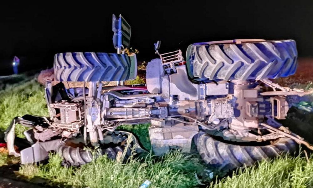Traktor borult egy emberre Pest megyében, az idős férfi életét a mentők nem tudták megmenteni
