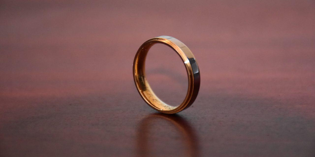 Jóslást ígért az idős nőnek, de inkább elvette a gyűrűjét, felfüggesztettet kapott