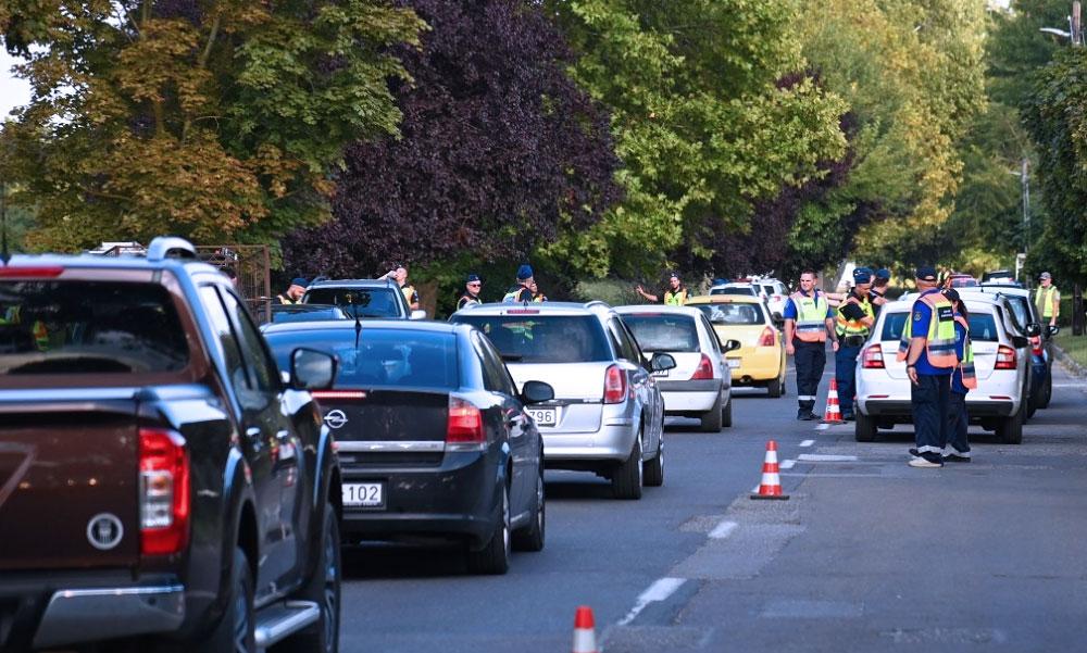 Razzia futószalagon: Senki sem menekülhetett a rendőrök elől, mindenkit megállítottak a zsaruk
