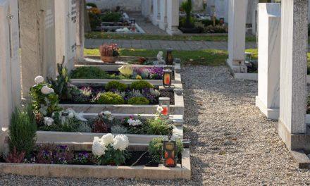 A lelkész élesztette újra a szabolcsi temetésen a sírásót