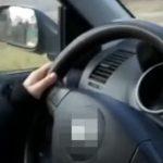 Egy kamiont is ki kellett kerülnie – 10 éves lányát hagyta vezetni a felelőtlen apa, videót is készített róla, majd kiposztolta – Ez várhat most rá