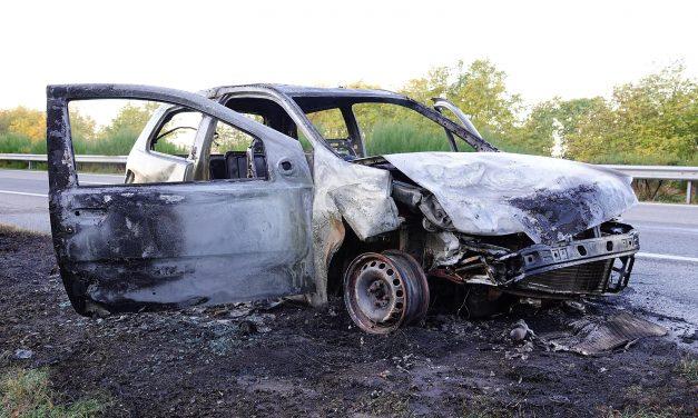 Baleset baleset hátán: az M5-ösön kiégett egy autó, az M1-esen felborult egy kocsi, Bajna és Nagysáp között két autó karambolozott