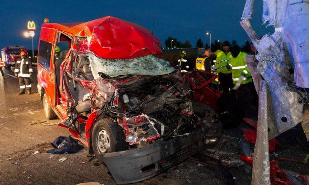 Borzalmas baleset az M1-esen: kiderült, kik ültek abban az autóban, amiben mindenki meghalt