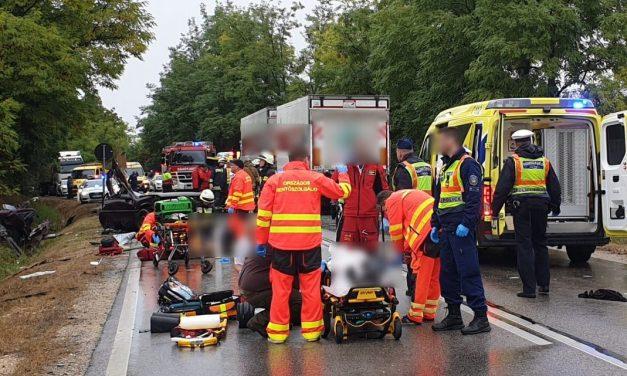 Három unokatestvér halt meg a brutális Somogy megyei horrorbalesetben – Egyiküket a várandós menyasszonya gyászolja – Fotók a helyszínről