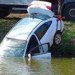 Rejtélyes módon gurult folyóba egy autó Szentesen, az ott élők is csodálkoznak a baleseten
