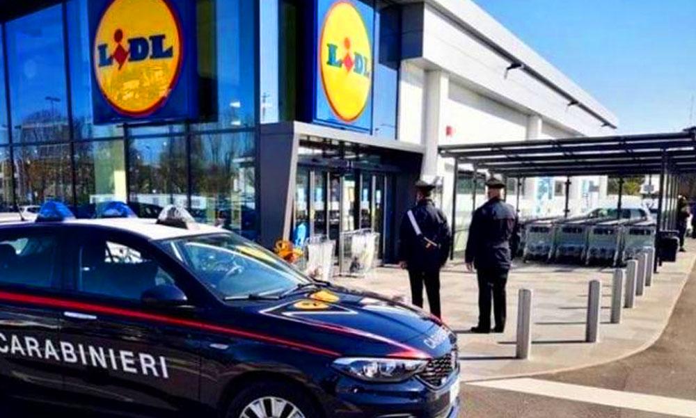 A gyilkosság előtt pénzért könyörgött az a nő, aki megölte, majd egy olaszországi Lidl áruházba vitte be haldokló kétéves kisfiát