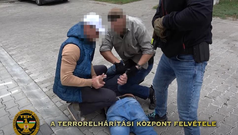 Lebuktatták a zsaruk a Pest megyei droghálózatot, a TEK embereit is bevetették – Itt a videó az elfogásról