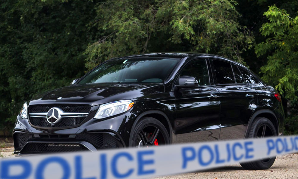Élet és halál között lebeg az a családapa, akit szintén a bedrogozott Mercedes sofőrje gázolt el