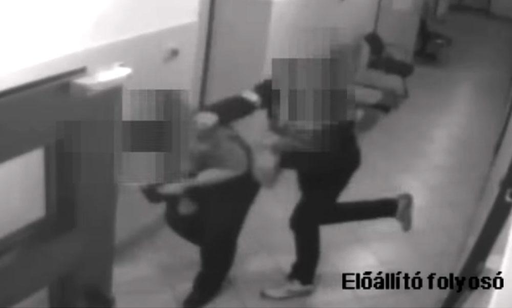 Váratlanul arcon vágta a fogvatartott a rendőrt, a zsaru akkora ütést kapott, hogy falnak csapódott, majd a földön találta magát