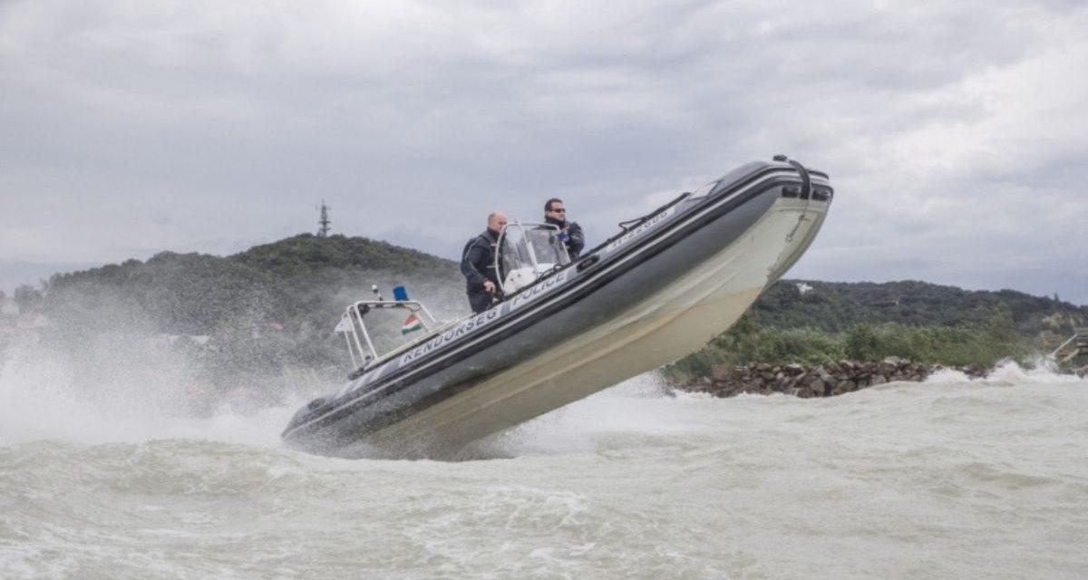 Műszaki hiba, kifogyott üzemanyag, közel tucatnyi bajbajutott – Több esetben is szükség volt a Balatonnál a vízirendőrökre